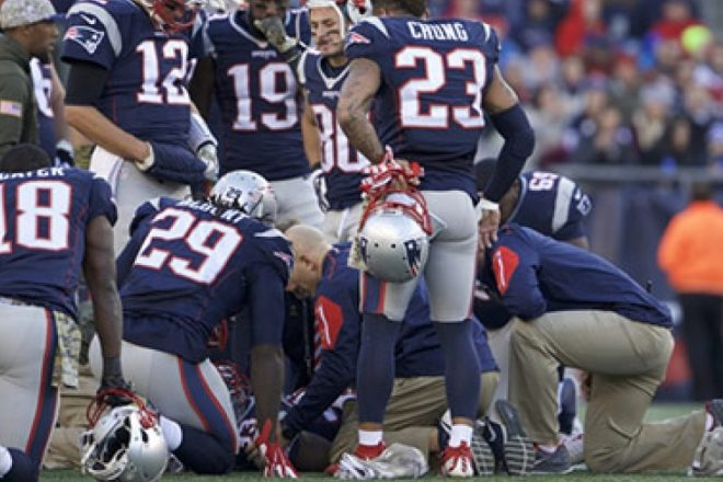Patriots Lose Dion Lewis During Sunday's Win Over Washington