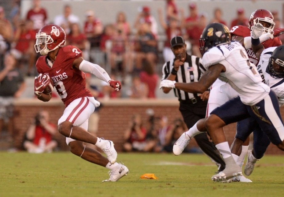 Sep 5, 2015; Norman, OK, USA; Oklahoma Sooners wide receiver Sterling Shepard (3) runs the ball against the Akron Zips during the second quarter at Gaylord Family - Oklahoma Memorial Stadium. Mandatory Credit: Mark D. Smith-USA TODAY Sports
